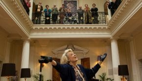 Maggie Smith in una scena dal film Quartet