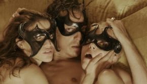 Prime immagini dal thriller erotico Holiday