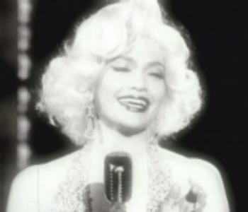 Jennifer Lopez travestita da Marilyn Monroe