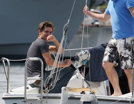 gallery main 100517np1 zac efron sailboat lesson b gr 18