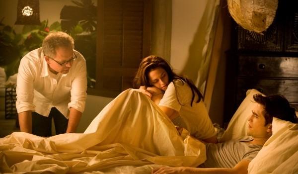Robert Pattinson Kristen Stewart Twilight Saga Breaking Dawn Part 1 image 3 600x403
