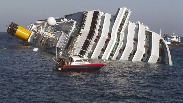 costa concordia naufragio infophoto