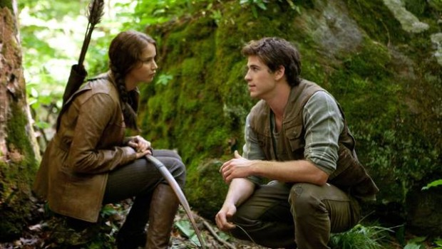 the hunger games jennifer lawrence liam hemsworth foto dal film 01 mid