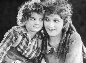 Micky Moore e Mary Pickford in Pollyanna 1920