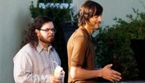 jOBS Josh Gad and Ashton Kutcher 550x366