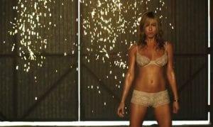Jennifer Aniston nel trailer italiano di Come ti spaccio la famiglia