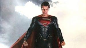 Henry Cavill è Superman ne L'uomo d'acciaio